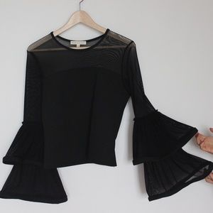 Forever 21 giant tiered bell sleeve top Large